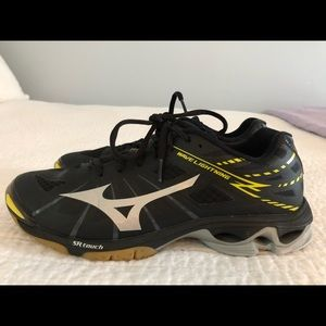 mizuno lightning volleyball shoes size 9
